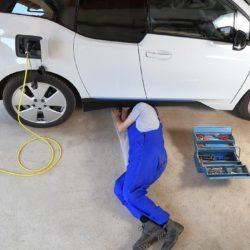 Elektrische auto's opladen in de werkplaats